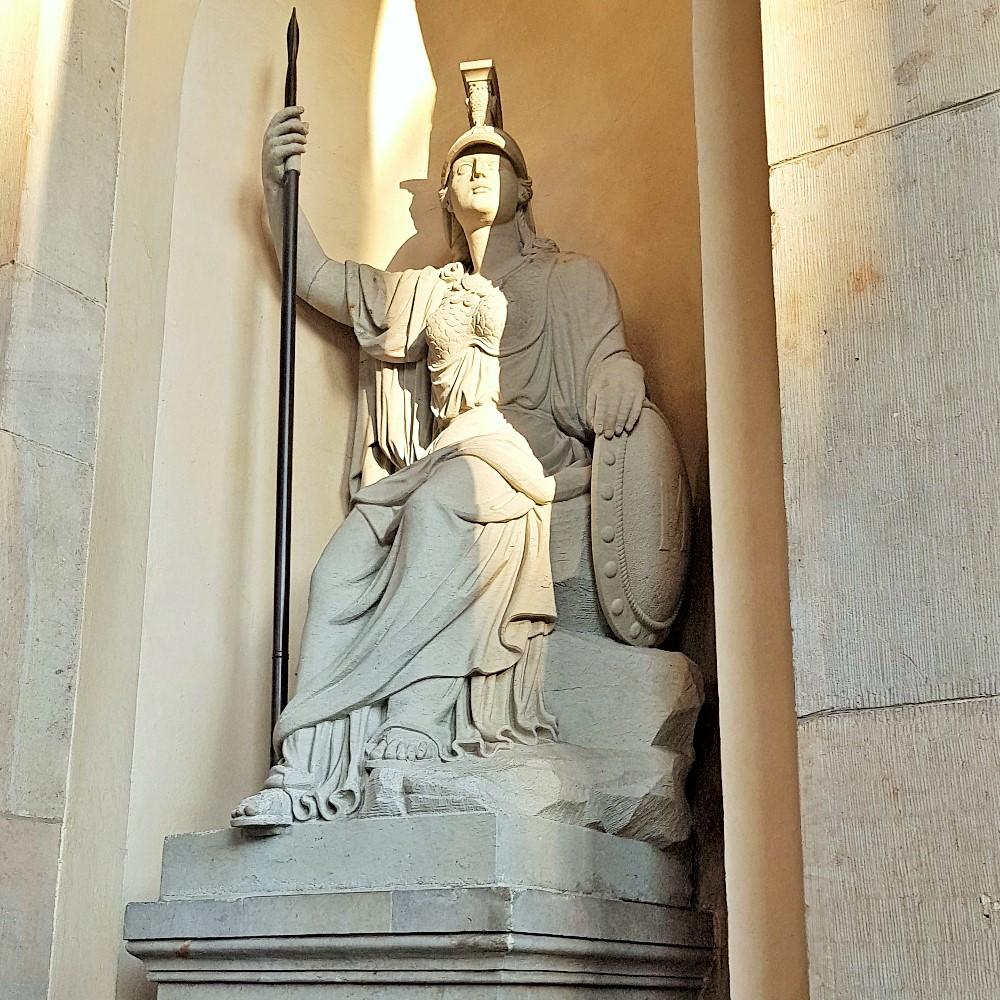 posąg Minerwy
